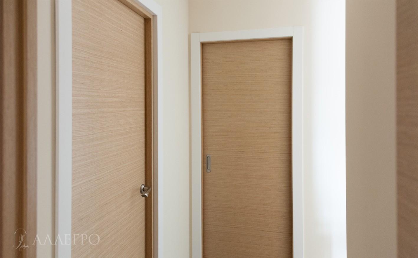 Рядом дверь пенал