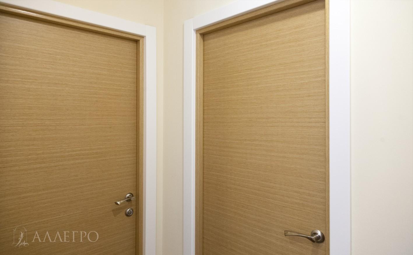 Вид из угла на двери из натурального шпона
