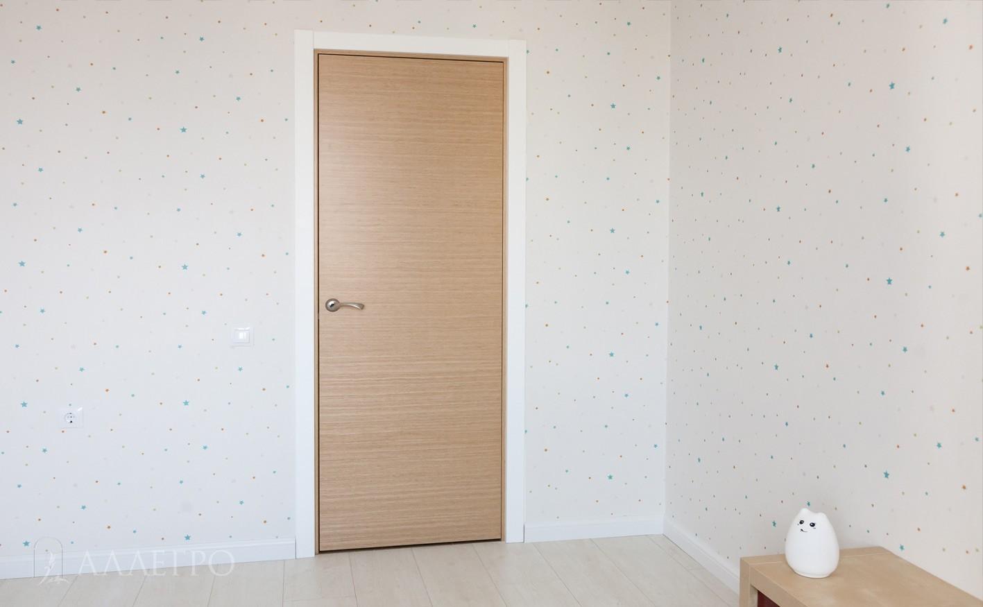 Шпонированная дверь с наличниками. Общий вид 1