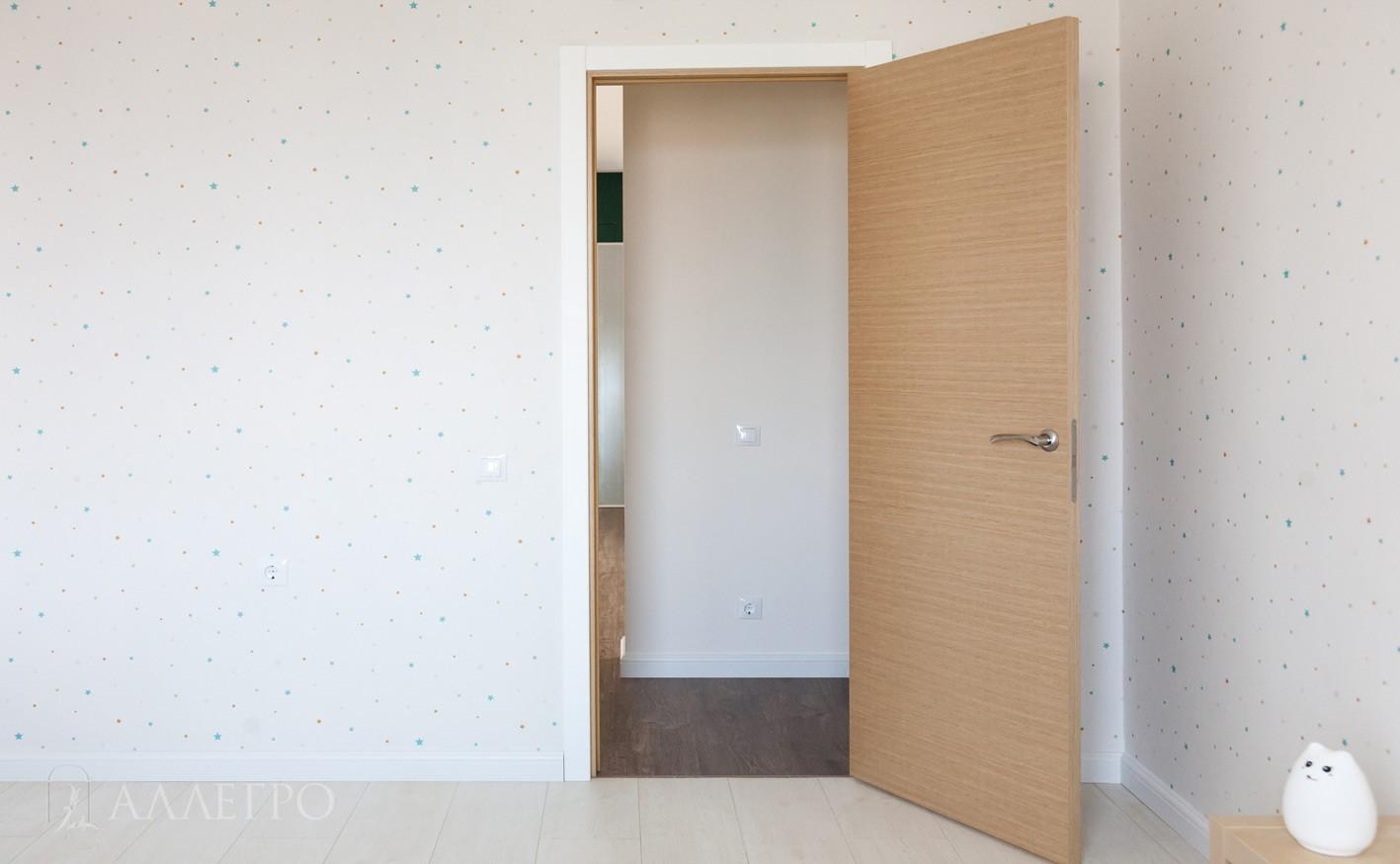 Двери из шпона в открытом виде