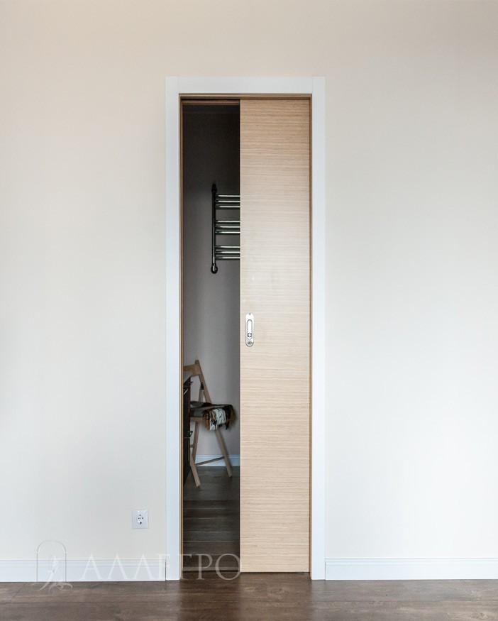 Полуоткрытая дверь пеналь
