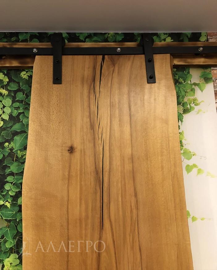 Верхняя часть слэба с раздвижным механизмом. Приятный цвет дерева после покрытия натуральным маслом.