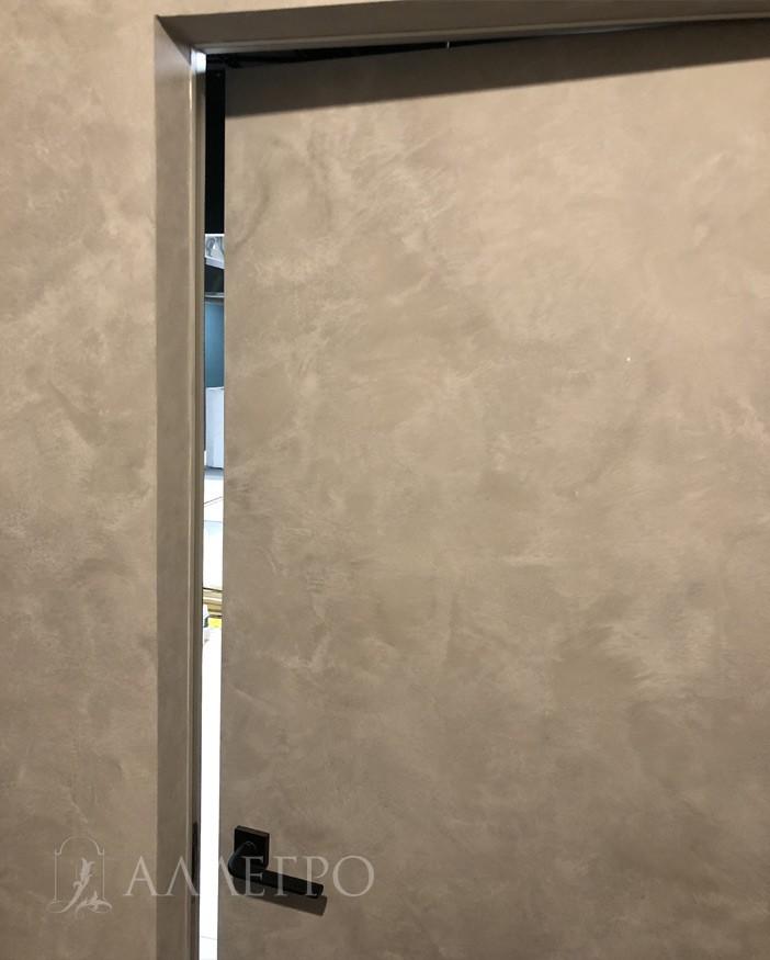 Приоткрытая обратная сторона межкомнатных скрытых дверей под покраску
