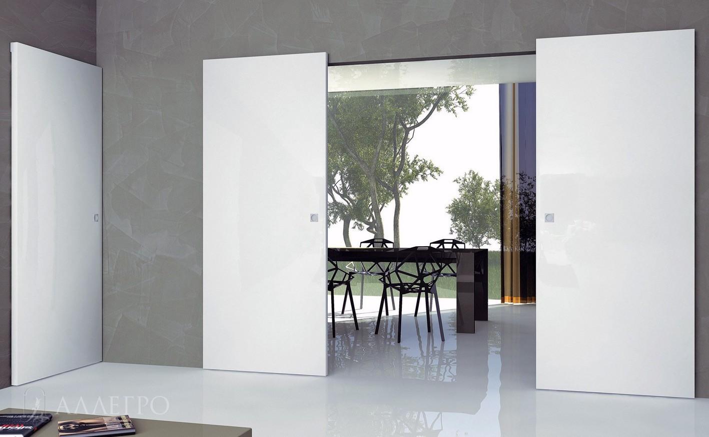 Белые глянцевые двери с раздвижным механизмом
