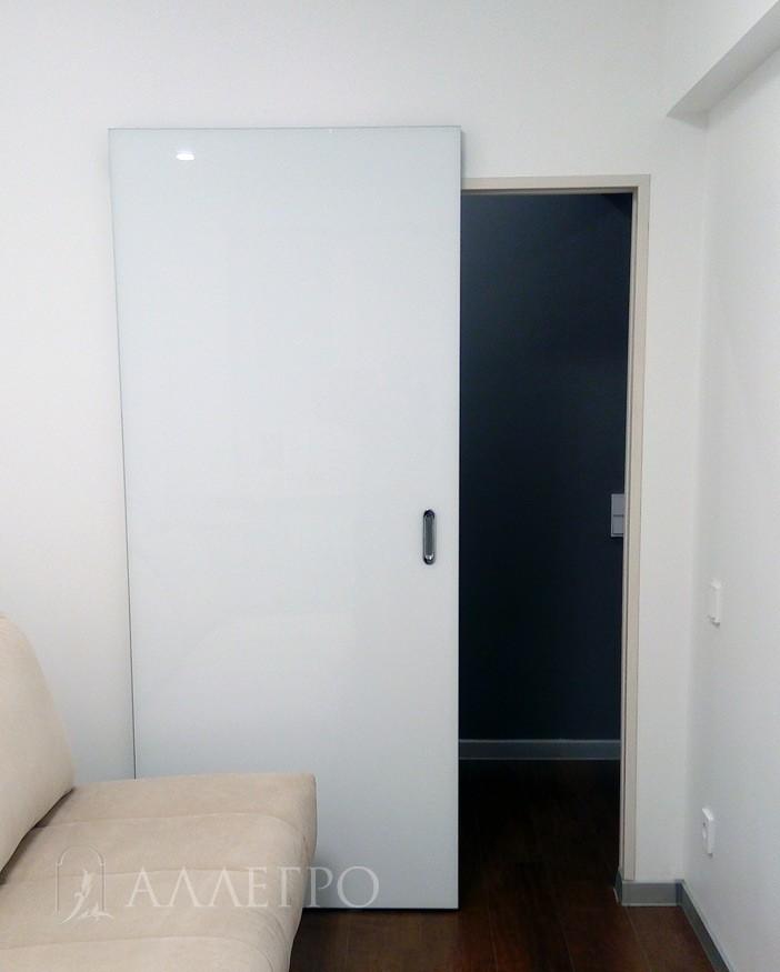 Скрытые двери с глянцем белым стеклом и раздвижным механизмом
