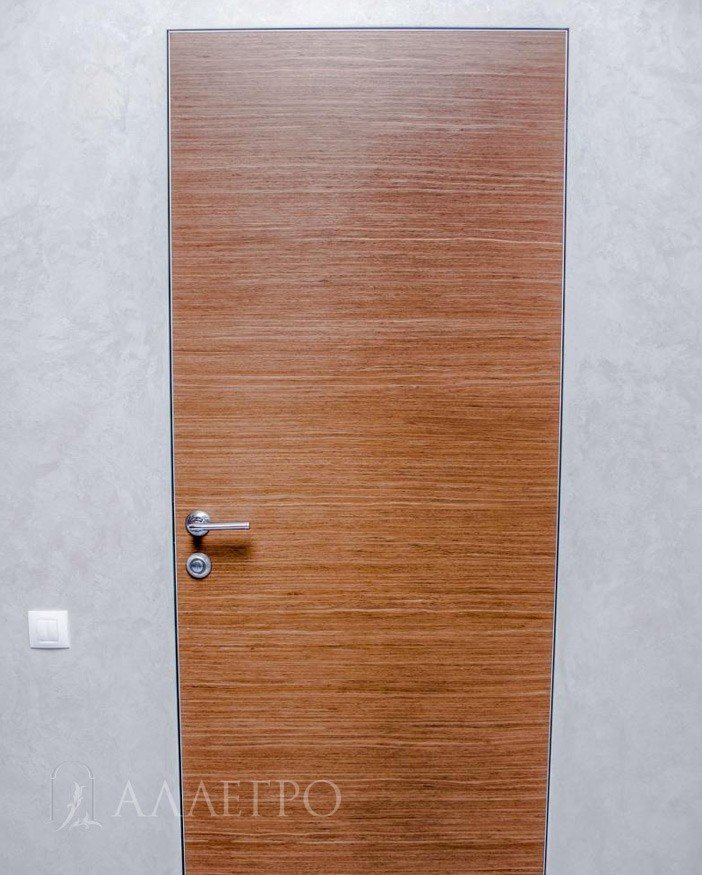 Шпонированная дверь цвет орех