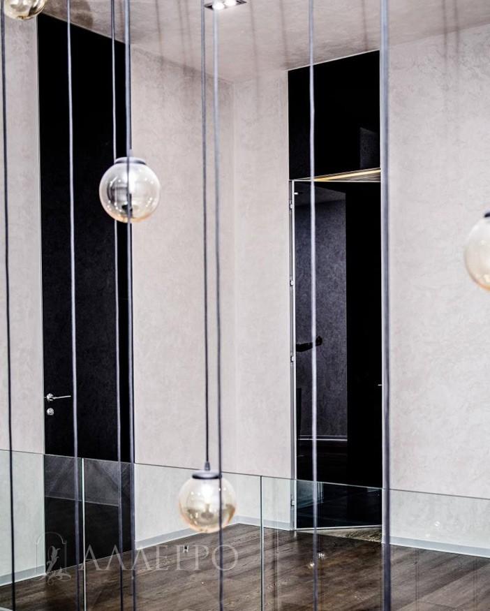 Стеклянные двери с черным глянцем с внутренним открыванием