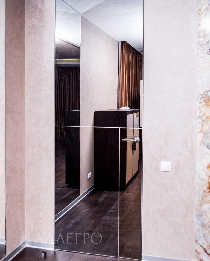 Скрытая дверь с графитовым зеркалом - общий вид