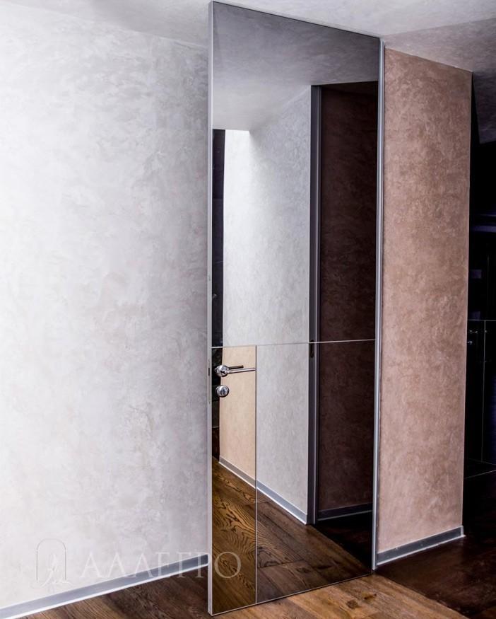 Графитовая зеркальная дверь со скрытой коробкой с обратной стороны