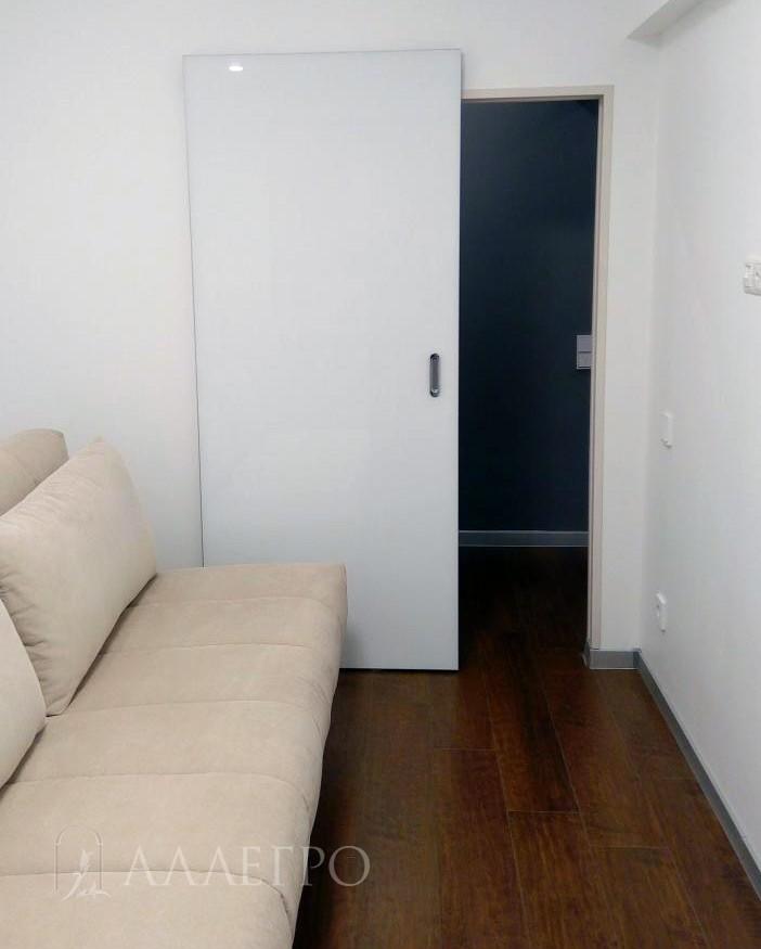 Раздвижная дверь с механизмом HIDDEN в открытом виде